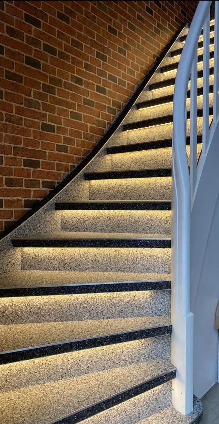 Treppenrenovierung mit LED-Beleuchtung